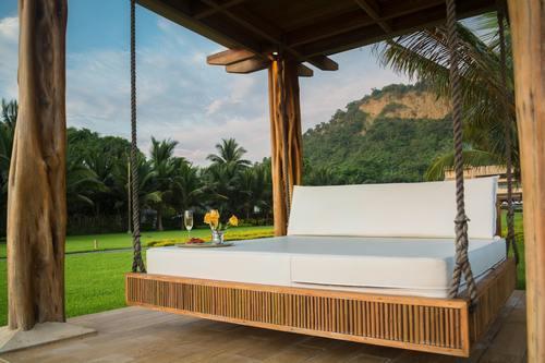 Skydda dina utemöbler med ett vackert tak